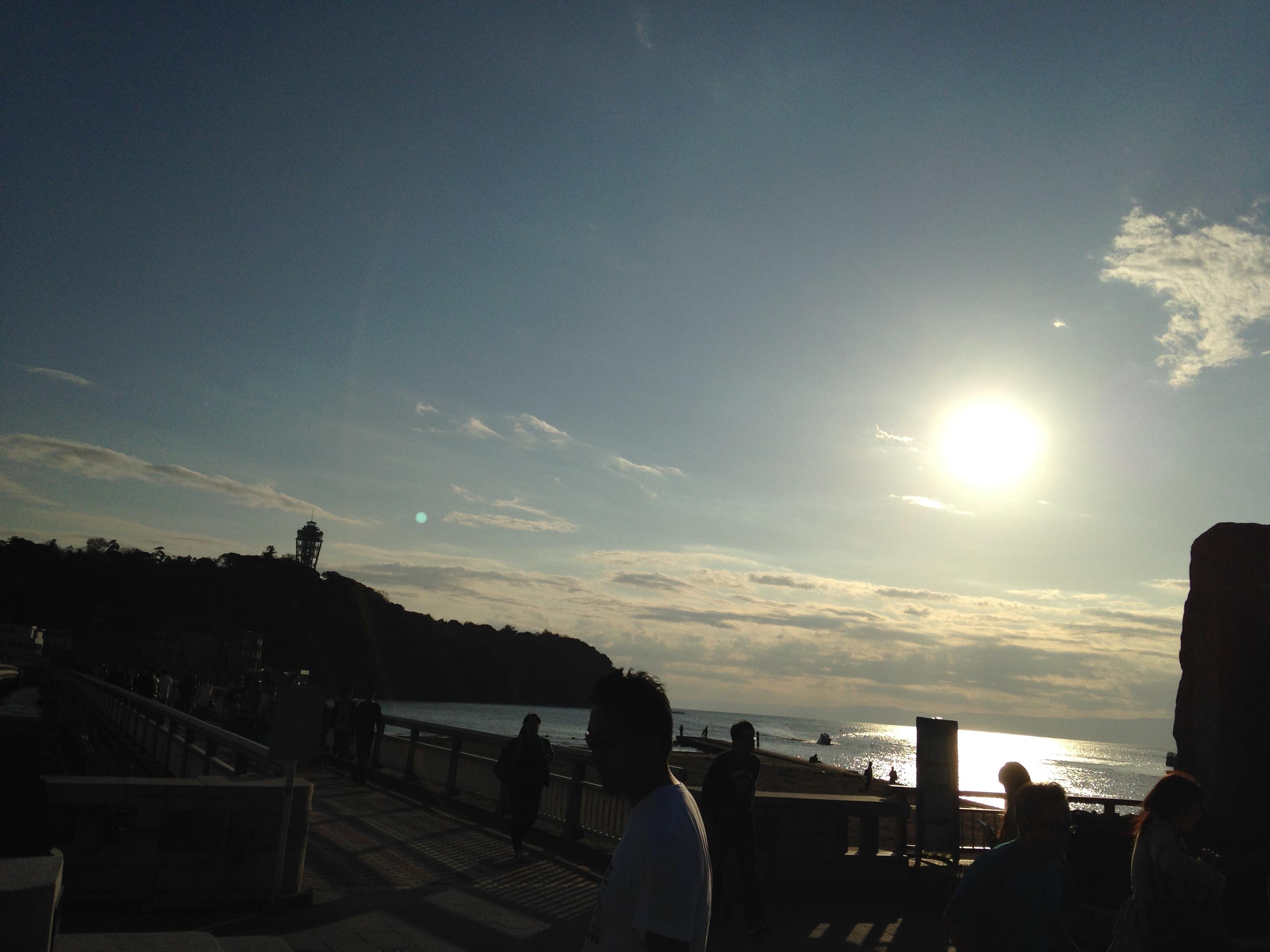 夕日と江ノ島タワー。