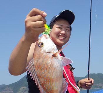 石山君 鯛を釣る・・の図