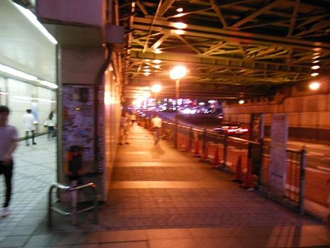 新宿西口ビックリガード