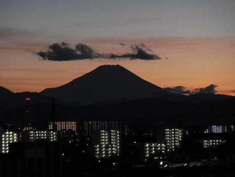 台風一過夕焼け富士望遠