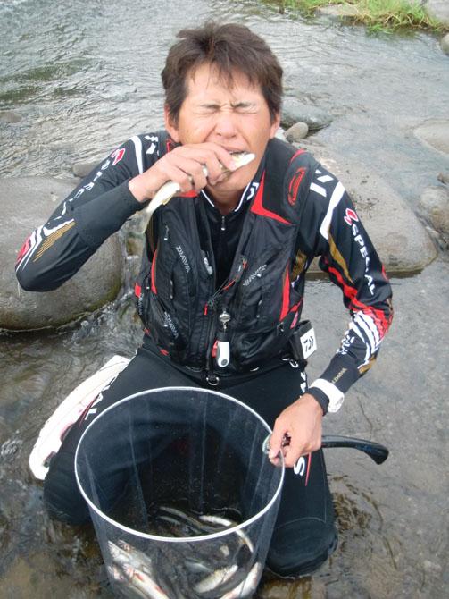 20120729_お魚くわえたオーナー