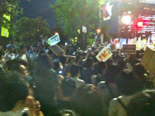 2012-6-29+19-47-58+茱萸坂(ぐみざか)封鎖!総理官邸前交差点付近+_convert_20120630181006