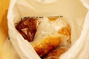 パンの袋の中