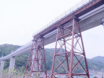 餘部鉄橋跡を見上げる(1)