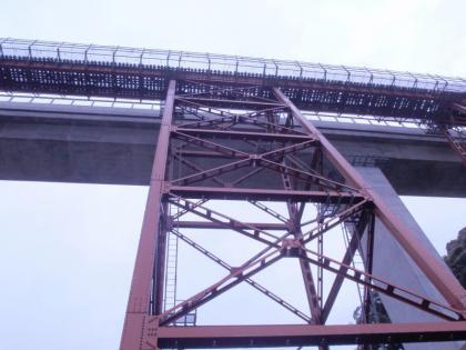 餘部鉄橋跡を見上げる(3)
