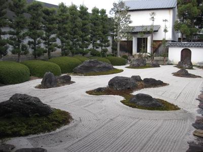 妙蓮寺 十六羅漢石庭