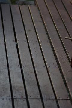 張り直したデッキの床