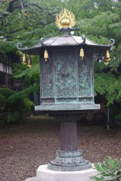 青銅の灯篭