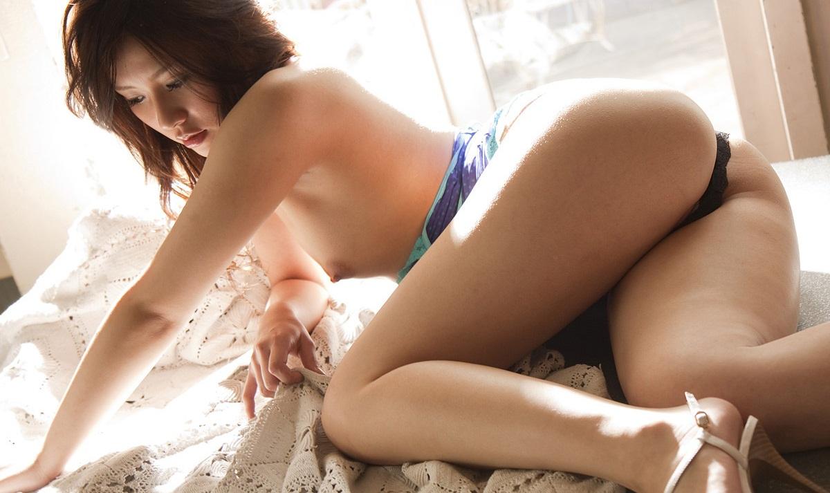 愛内梨花のグラビア写真