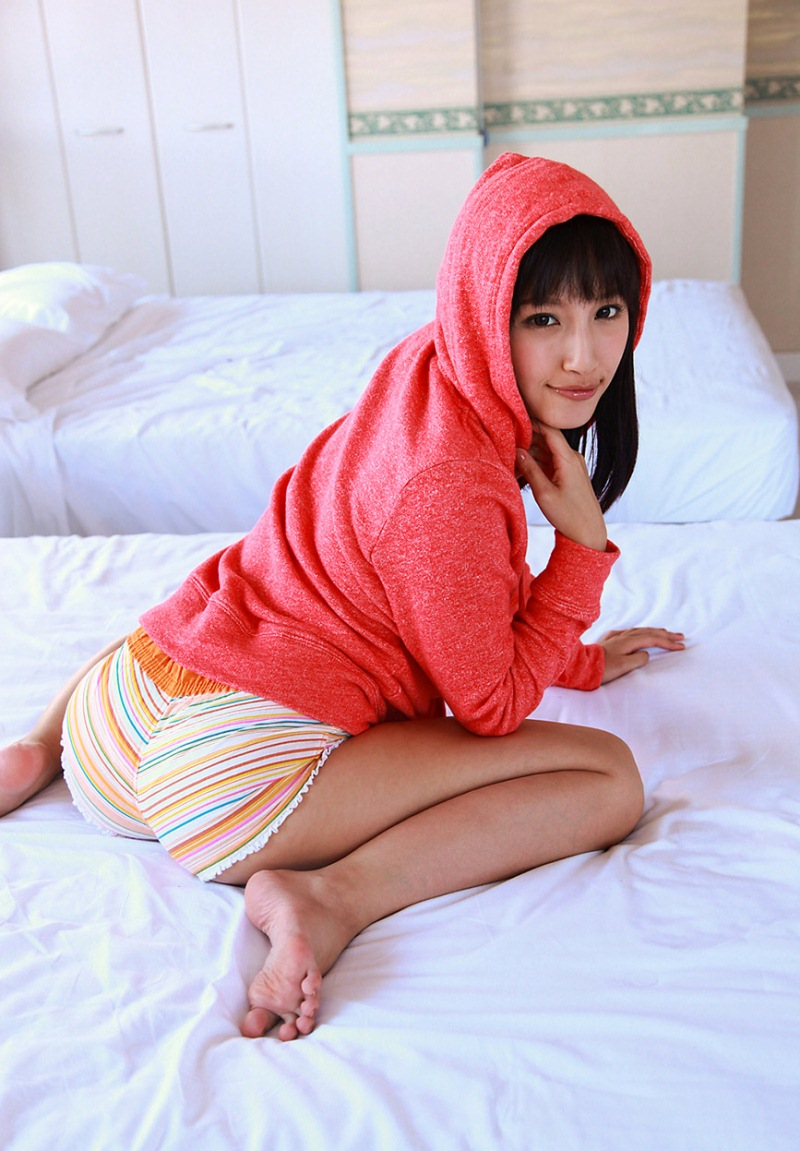 青山ローラのグラビア写真