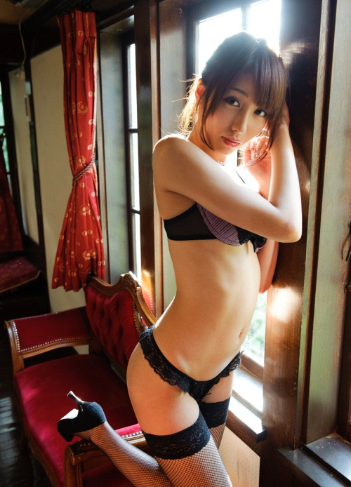 【綺麗なお姉さん。~AV女優のグラビア写真集~】 美雪ありす 画像