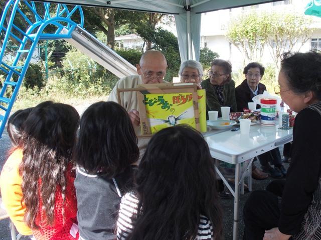 子ども達が揃ったら、住人手作りの楽しい紙芝居が始まりました。