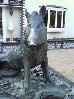 猪のブロンズ像