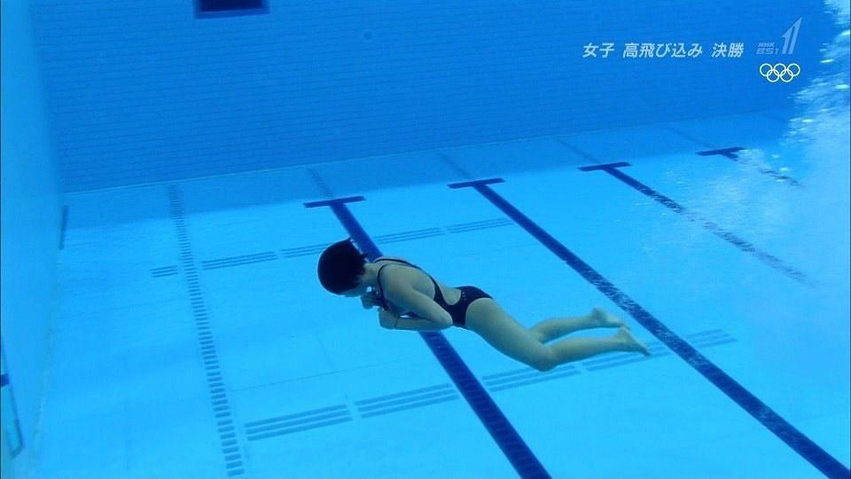 オリンピックの女子高飛び込みで胸チラ