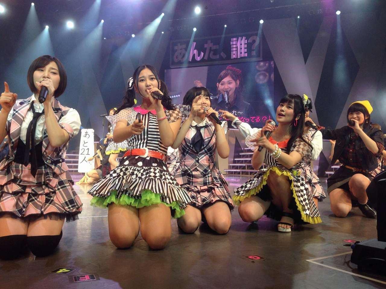 AKB48横浜公演でしゃがみ込んだ田北香世子が太もも丸出しパンチラ