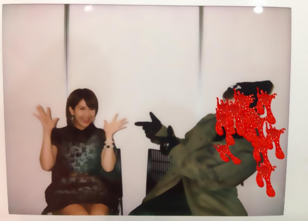 ℃-uteの岡井千聖がファンとのツーショットチェキ会でパンチラ