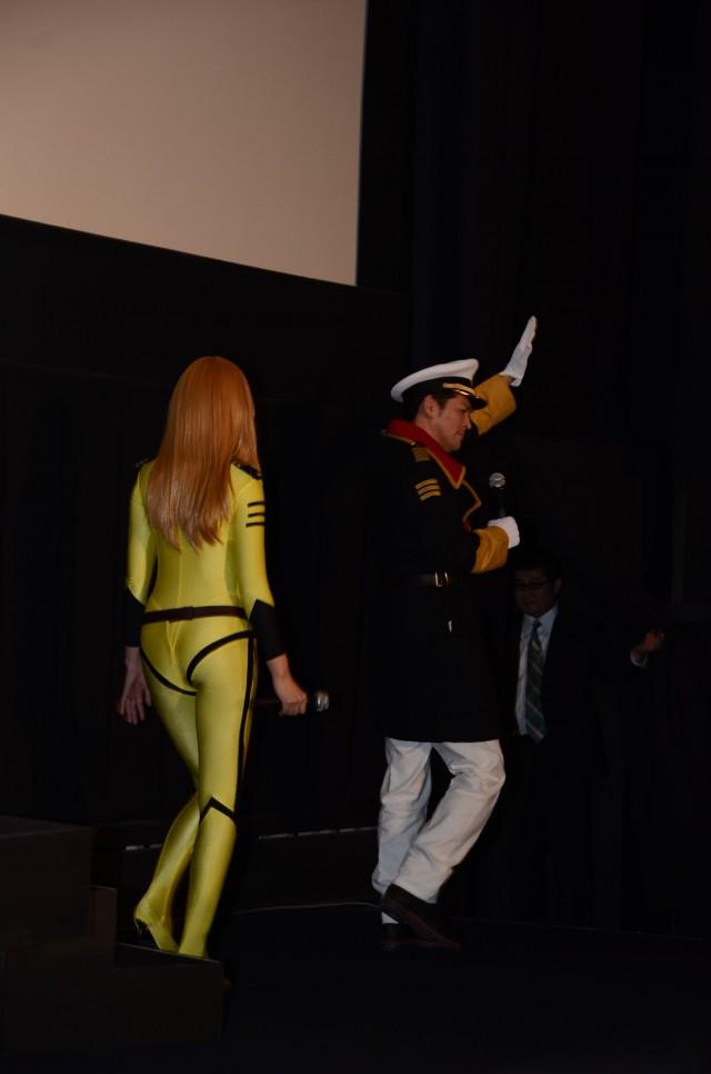 宇宙戦艦ヤマトの森雪のコスプレをした加藤夏希の後ろ姿