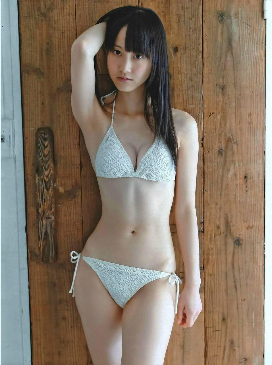 松井玲奈の水着グラビア