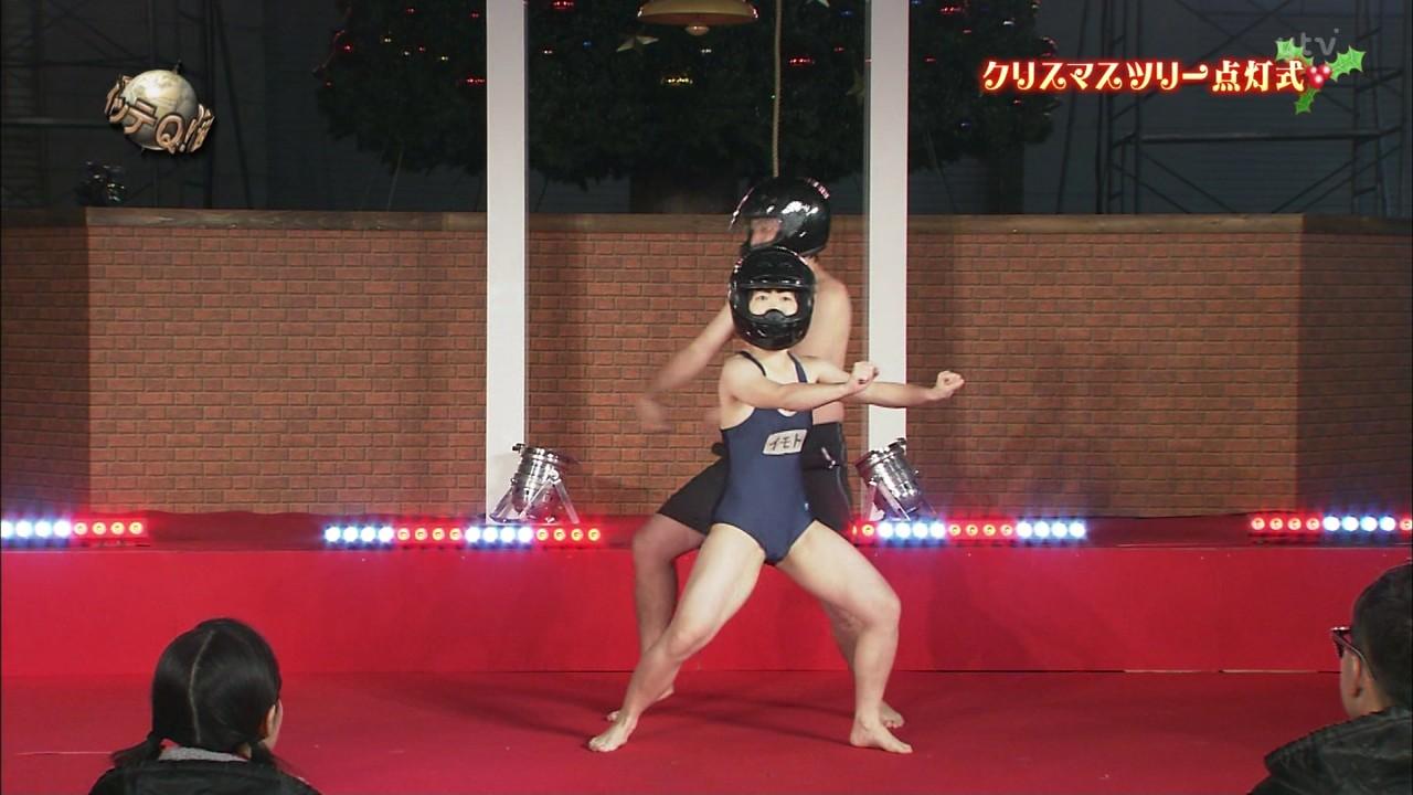 「世界の果てまでイッテQ!」でスクール水着を着て踊るイモトアヤコ