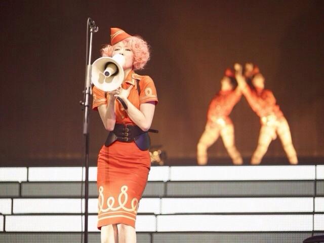 ステージ衣装を着た椎名林檎