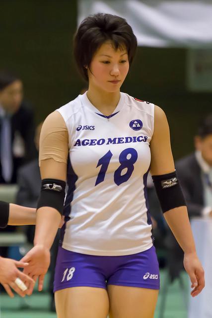 バレーボールユニフォームを着た吉村志穂