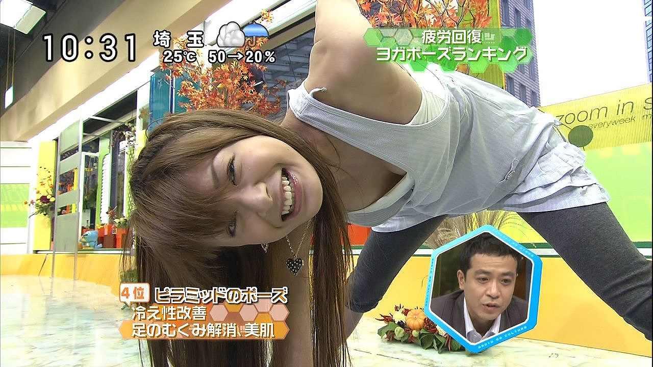 八田亜矢子が疲労回復のヨガポーズをして胸チラ