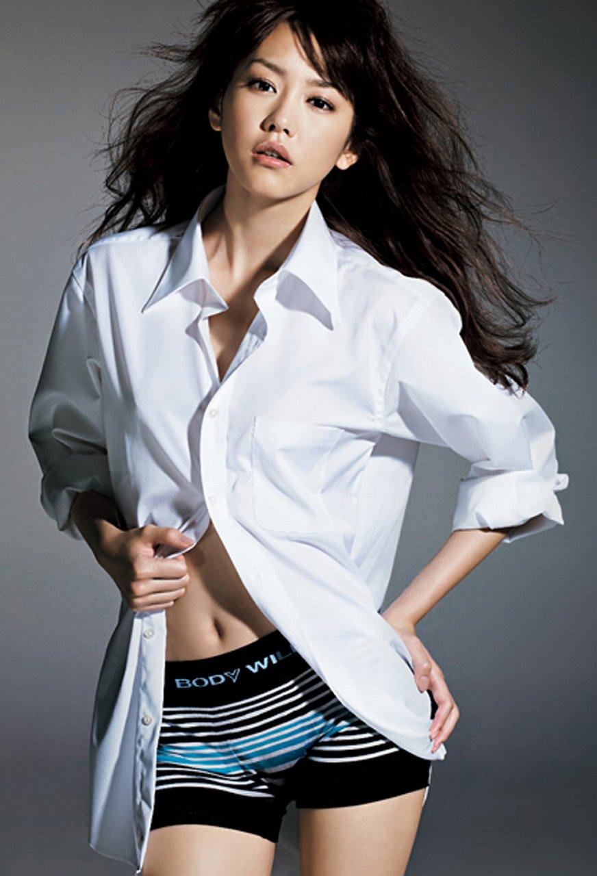 グンゼ「ボディワイルド」のイメージキャラクターになりメンズ物の下着を履いた桐谷美玲