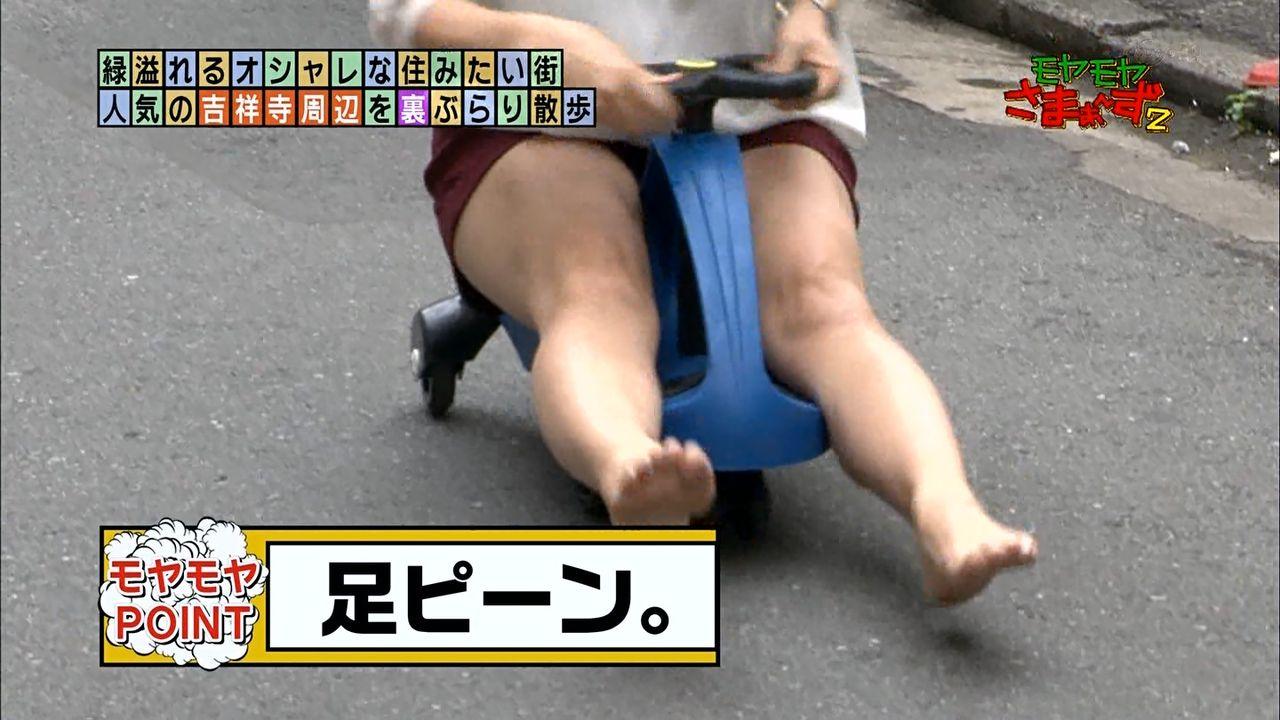 モヤさまでショートパンツを履いた狩野恵里アナの脚