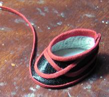 これをやると、一気に布袋戯風の靴になる。