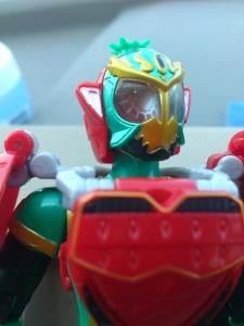 仮面ライダー鎧武 AC04 パインアームズイチゴアームズで遊ぼう003