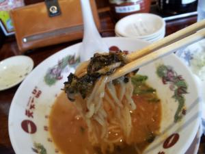 麺に絡む高菜
