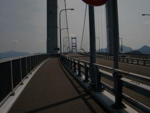 来島海峡大橋を渡ります