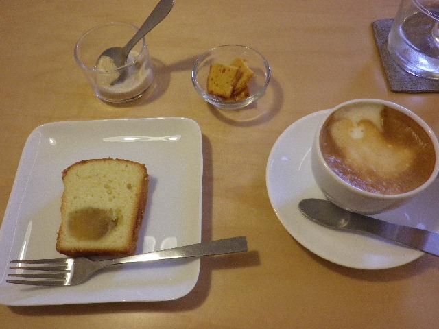 栗鹿の子ケーキとカフェマキアート
