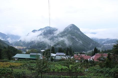 小野観音堂から見る又見山