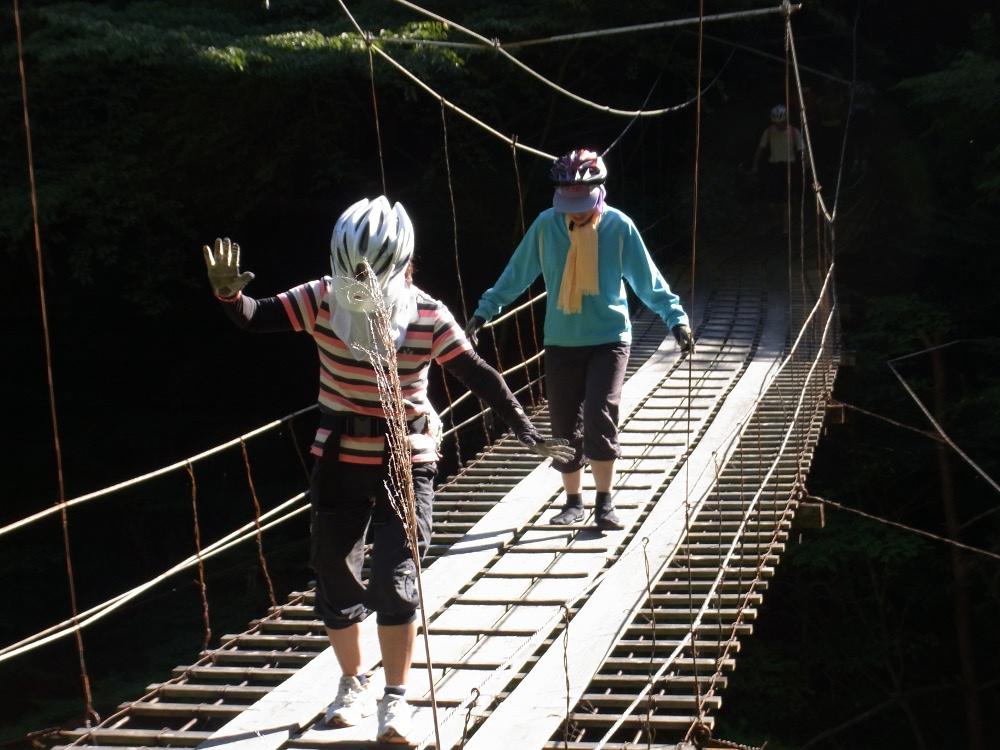 こんな吊り橋があちこちに一杯