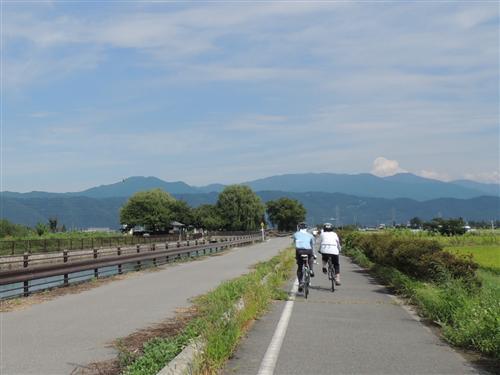 松本まで続くあずみ野のサイクリングロード