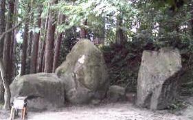 黄泉比良坂の大岩