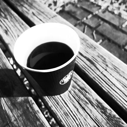 いつものベンチでコーヒー♪