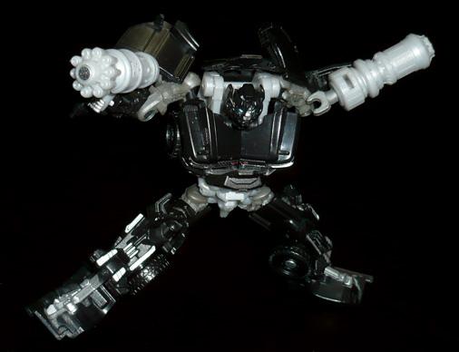 オートボット アイアンハイド ロボットモード