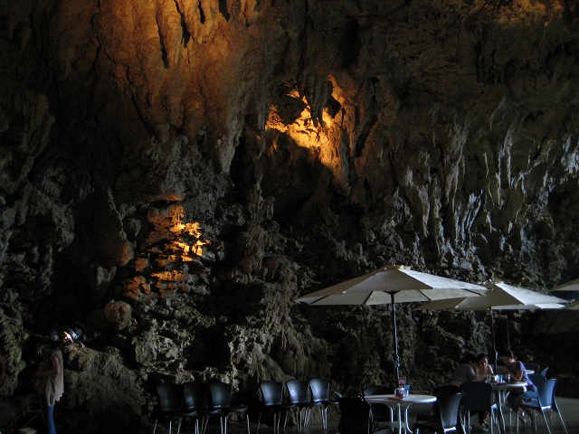 CAVE CAFE7