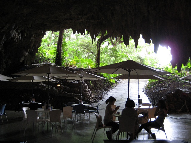 CAVE CAFE9