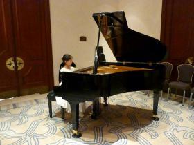 pianoy.jpg