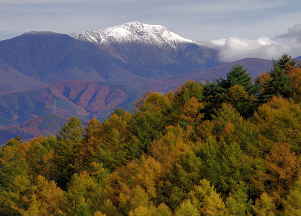 古田峠からの冠雪の早池峰