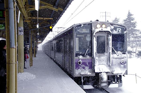 花巻駅列車入線