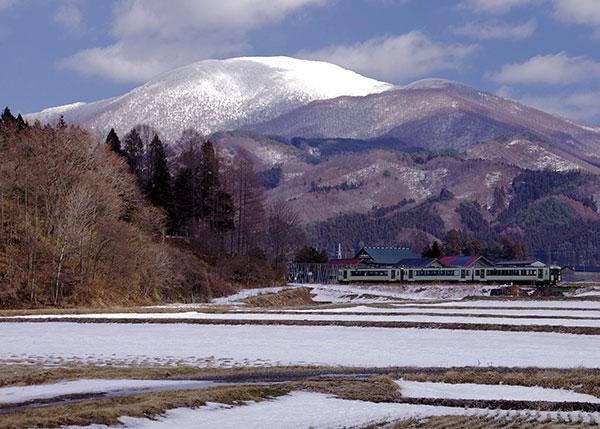 六角牛山と釜石線