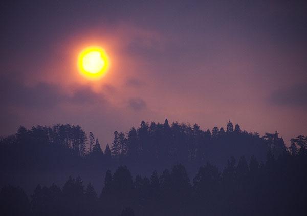 春おぼろの昇陽