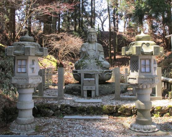 釈迦堂脇の仏像