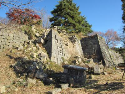 崩れたままの石垣