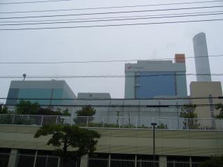 ジェイパワー発電所の建屋と煙突