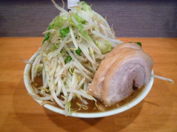 12年7月14日 豚星。 ラーメン小 麺増 豚カレー ヤサイニンニク